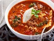 Супа болонезе с кайма, паста (лазаня) и заквасена сметана (или рикота)